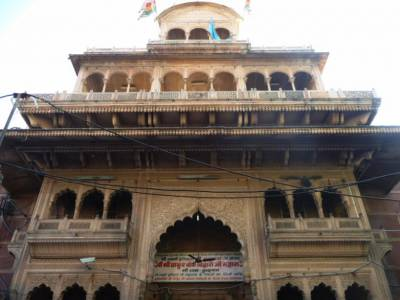 Banke Bihari Temple Vrindavan Mathura Timings History Idol Reviews