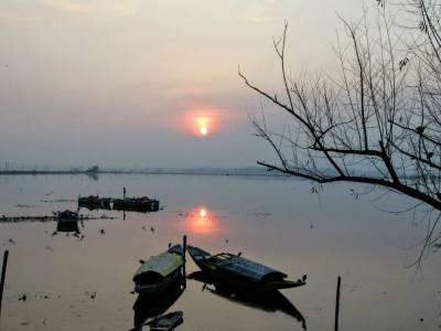 Dal Lake Srinagar Jammu and Kashmir